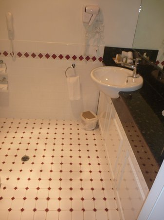 Quality Hotel Bentinck: Bathroom