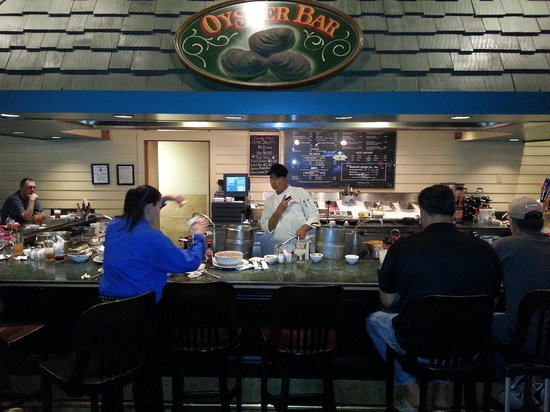 Oyster Bar at Palace Station: This is the whole resturant grab a stool.