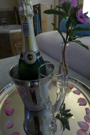Atlantic Guest House: sparkling wine