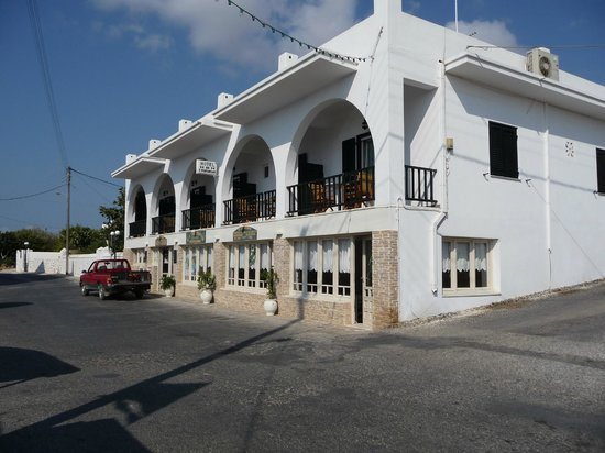Hotel Ivi : Front of hotel