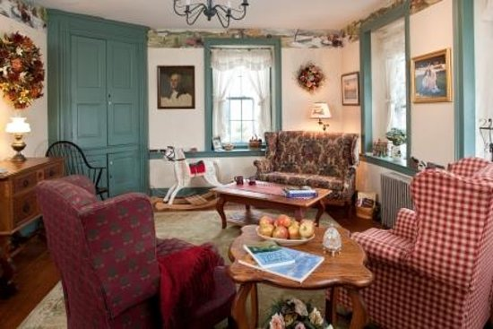 Country Hearth Bed and Breakfast: Gathering Room