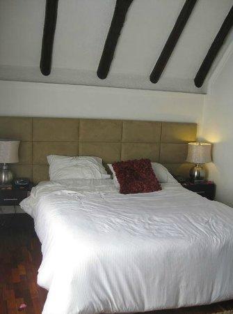 Hotel Casa Toscano Elite: Bed.
