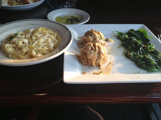 Sole Italian Restaurant : Baked not fried crab cakes with fettuccine substitute