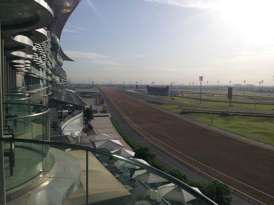 The Meydan Hotel: Varanda com visão da pista