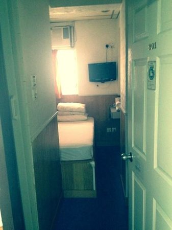 Lee Garden Guest House: close to the elevator, room 801