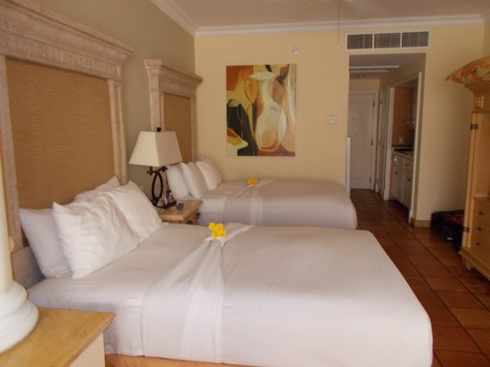 Pueblo Bonito Rose Resort & Spa: Beds decorated with Hibiscus flowers this day! Junior suite