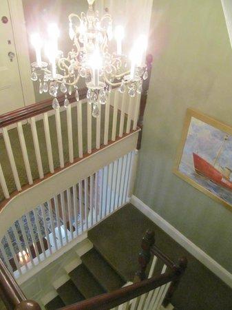 Martin House Inn: Stairway from 2nd floor