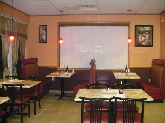 Vasili's Greek Cuisine Akron: great place to relax and very comforting atmospher!