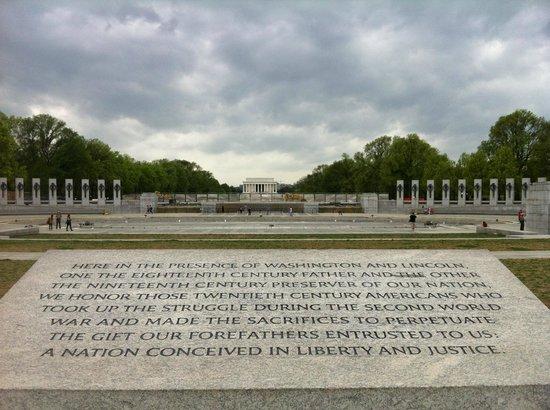 National World War II Memorial: Center view of Lincoln Memorial