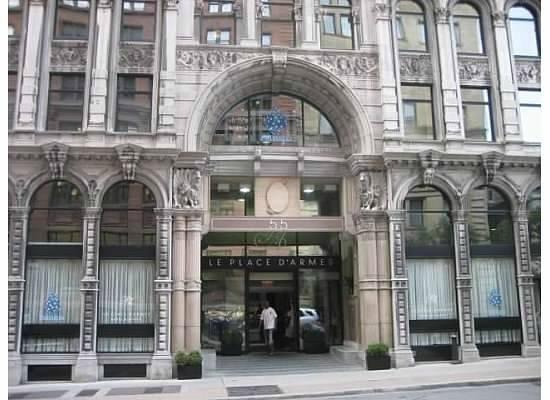 Le Place d'Armes Hotel & Suites: Hotel Front