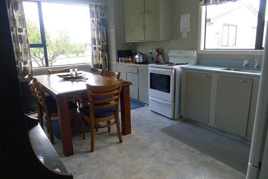 Birchwood Cottages: Fully equipped kitchen