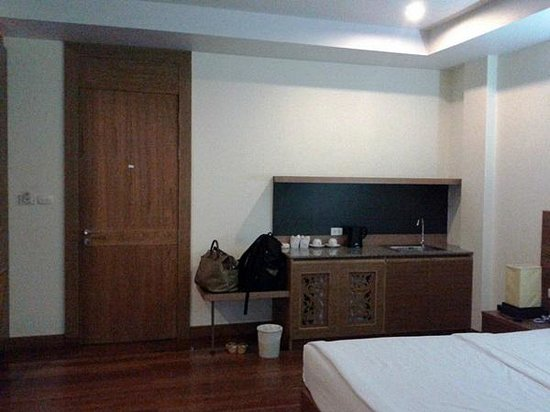 Baan Saikao Plaza Hotel& Service Apartment: Pantry