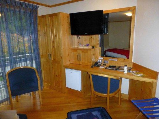 Coronation Lodge: Desk
