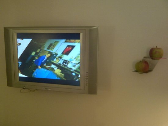 ARCOTEL Rubin: Wall mounted apples - yes thay are fresh and for you to eat!