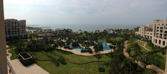 Shangri-La Hotel Haikou: Views from the 6th floor from our room