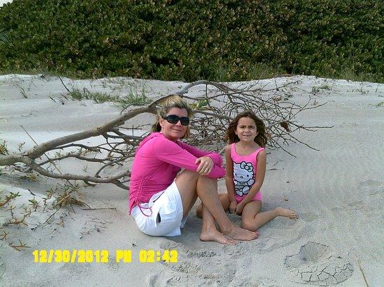 Tuckaway Shores Resort: enjoying the beach in front of Tuckaway Resort