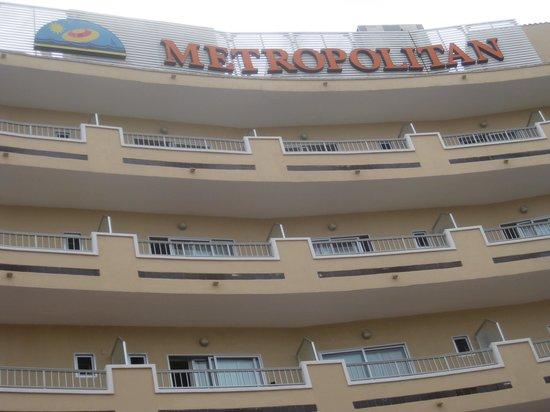 Hotel Metropolitan Playa : Blick vom Pool auf das Metropolitain Hotel