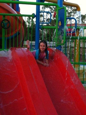 Cairns Coconut Holiday Resort: Having a ball in the SPLASH park