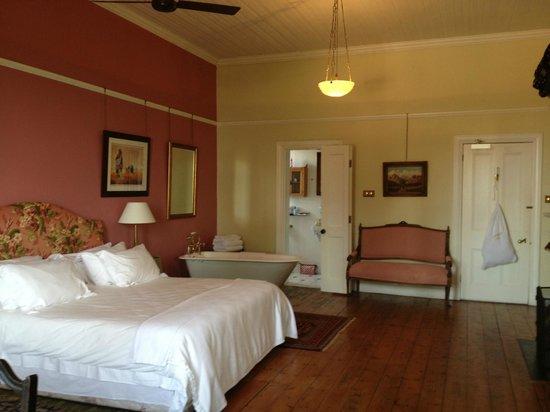 Medindi Manor: Large upstairs room