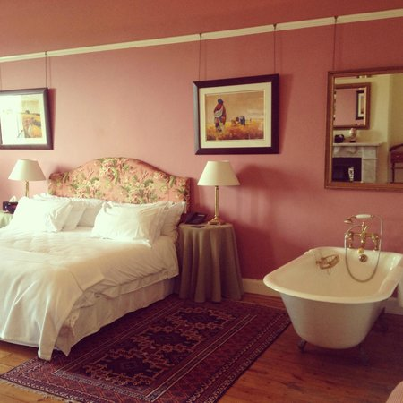 Medindi Manor : Decadent bathtub