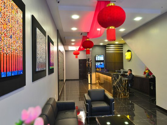 Le Metrotel: Lobby / Reception