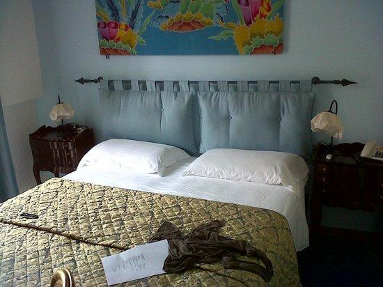 Hotel La Scogliera: camera