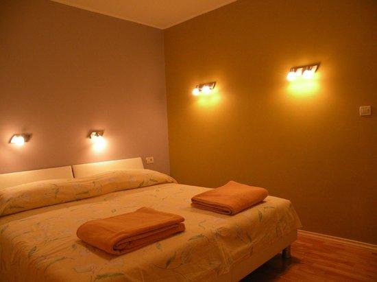 Villa Rosa: Оранжевая спальня