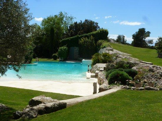 Le Mas De La Rose: The pool boasts a white-sand beach