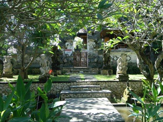 Segara Village Hotel: Hotel garden