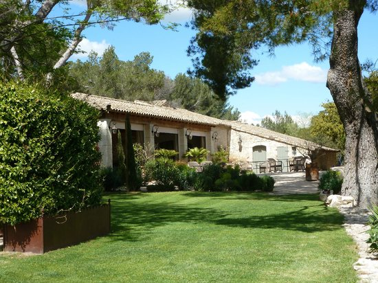 Le Mas De La Rose: A shaded terrace and dining room are just steps away