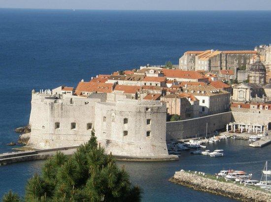 فيلا روزا: Крепостные стены