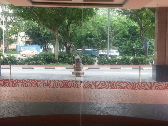 Quality Hotel Marlow : Hotel Entrance