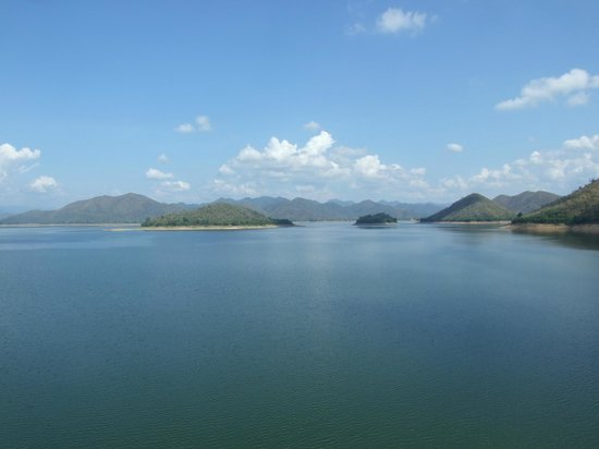Kaeng Krachan Dam: @ The Dam - the view to west (10 am)