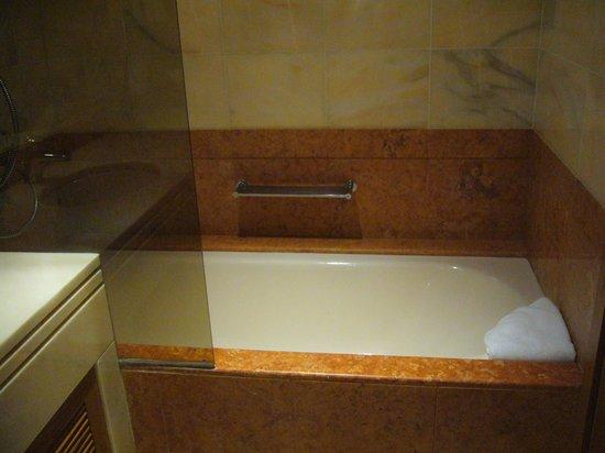 Altis Suites: Salle de bains