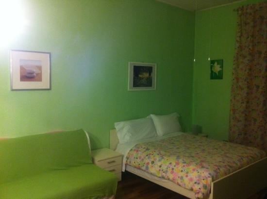 Fragolino Hostel : parte de la habitacion