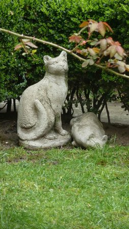 Hotel Alegria: In the garden, Statues in memory of two family members