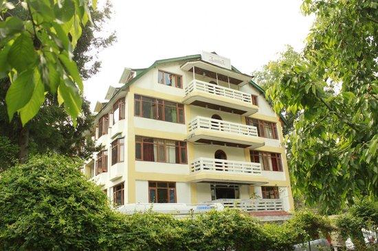 Zarim Hotel : Front view
