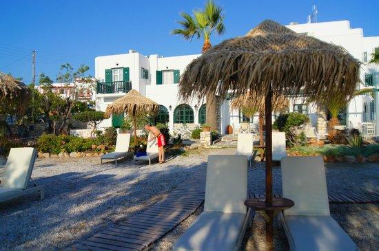 Kalypso Hotel & Apartments: Hotelansicht vom Strand