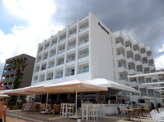 Sunprime Beachfront Hotel : New but with a sort of retro Art Deco feel about it