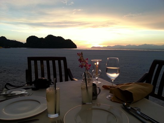 Tanjung Rhu Resort : meal on the beach  at the marquee