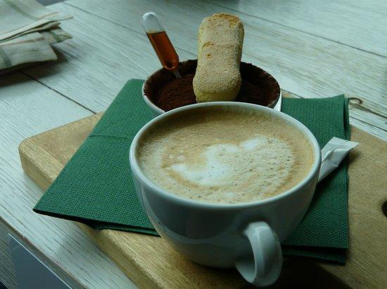 La Baracca Hamburg: Tiramisu und Kaffee