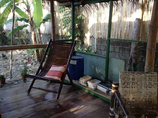 Subli Guest Cabins: Reading room