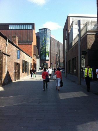 Premier Inn Liverpool City Centre (Liverpool One) Hotel: Walking back from Liverpool One