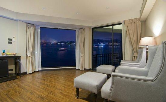 Baan Wanglang Riverside: Corner Suite