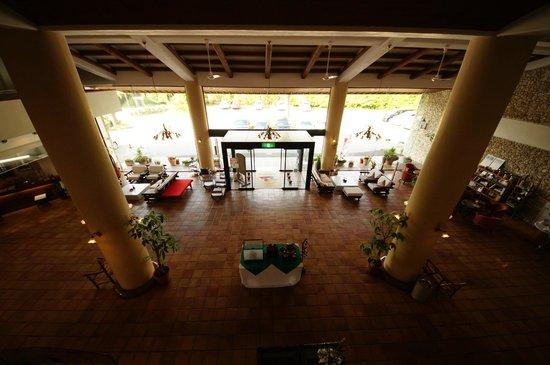 Resort Hotel Umibeno Kajuen : 2階から入り口を撮りました。