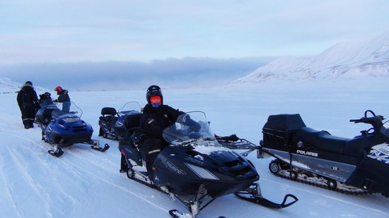 Spitsbergen, Norge: On the snowmobile, just out of Longyearbyen