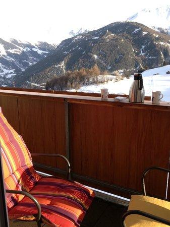 Apart Hotel Sonnhof: Middagzonnetje op het balkon (kussen: privébezit)