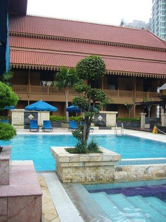Royale Chulan Kuala Lumpur: Pool area