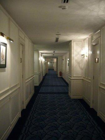 Royale Chulan Kuala Lumpur: Hallway outside room