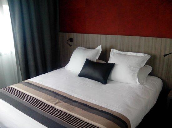 Best Western Plus Hotel & Spa de Chassieu : Lit 2 Places